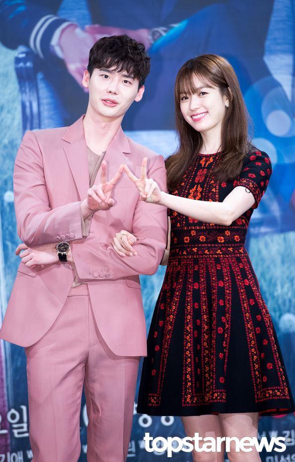 大家前幾天有看李鍾碩和韓孝周主演的《W》嗎?7月20日首播之後,台灣劇迷們的反應可以說是非常激烈啊~~~