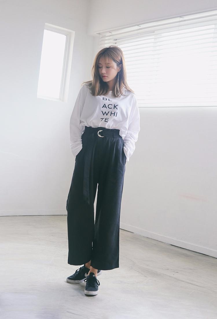 ◇深色最顯瘦 要想更顯瘦當然首先深色,搭配同樣寬鬆的上衣,更有隨性感。