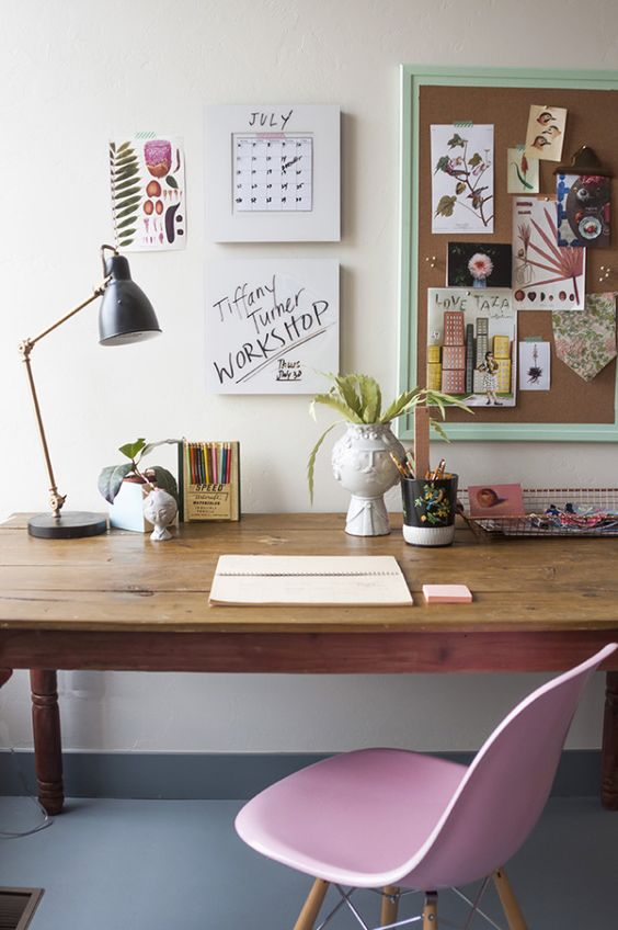 大家現在是不是正趴在書桌前盯著電腦呢?趕快看看自己的書桌,韓國網友最近在通過書桌擺放測戀愛運,下面就跟著小編一起來測一測吧!