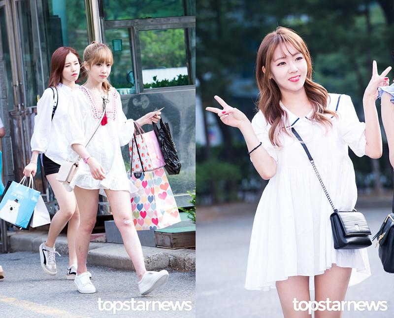 白色小洋裝最適合可愛女生了,領口處的流蘇設計或者圓領設計都充滿了韓妞的甜美氣質。