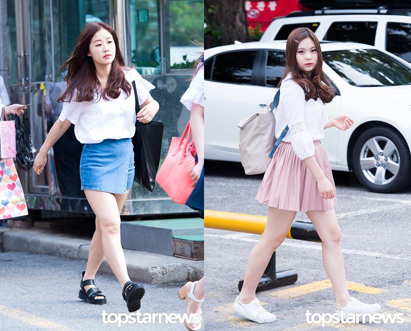 ♫白襯衫or白T X 短裙 丹寧短裙、百褶裙、網球裙……這些韓妞喜歡的裙子款式都可以拿來搭配。