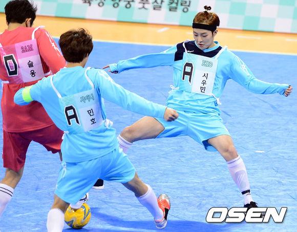 雖然不能看到偶巴們揮灑汗水奔跑的樣子,足球少年,真的很熱血~~!
