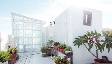 最後一家要介紹的是牛奶白民宿,頂樓的空中花園和玻璃閣樓真的超夢幻der~~ #牛奶白民宿 地址:屏東縣恆春鎮恆南路63巷13弄9號