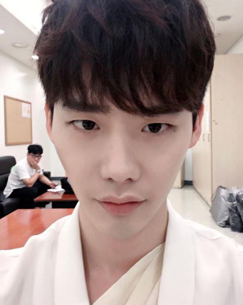 第一位是最近神劇《W》的男主角李鍾碩!