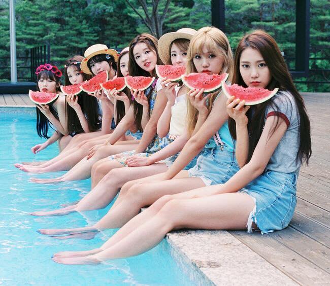 Oh My Girl在8/1帶著夏日專輯《Summer Special》回歸...小編已經開始期待SNS上有那些衣服可以買了....不是..會有那些可愛的服裝可以看了!PIKI的粉絲們,一起幫她們加油吧!