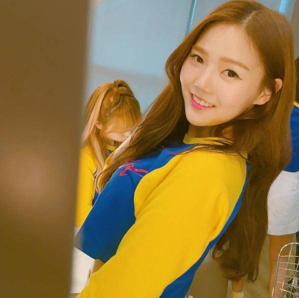還有美麗的HyoJung為妳試穿!!不買怎麼可以....誒...不是..不關注怎麼可以!