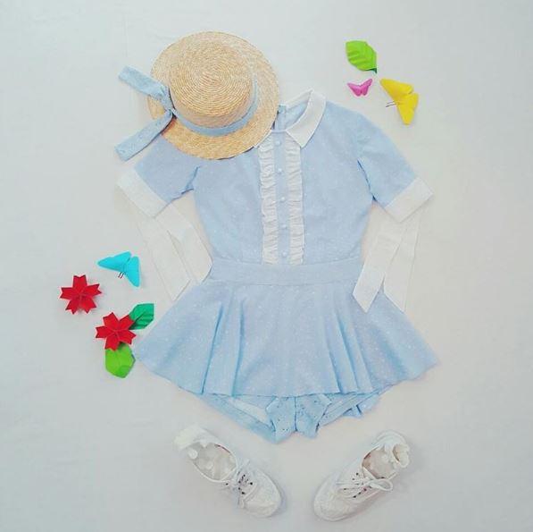 看到這套水藍色的服裝馬上就想要去戶外野餐!!!