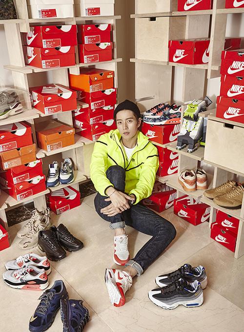 NIKE鞋就不用說了~從中學開始迷上後,現在家裡少說也有1000雙~