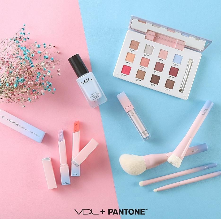 HIHI~大家還記得吧~~~~~ 從一開始跟Pantone的石英粉、寧靜藍聯名 VDL的粉嫩色調,就是完全擊中少女心♡♡♡♡♡