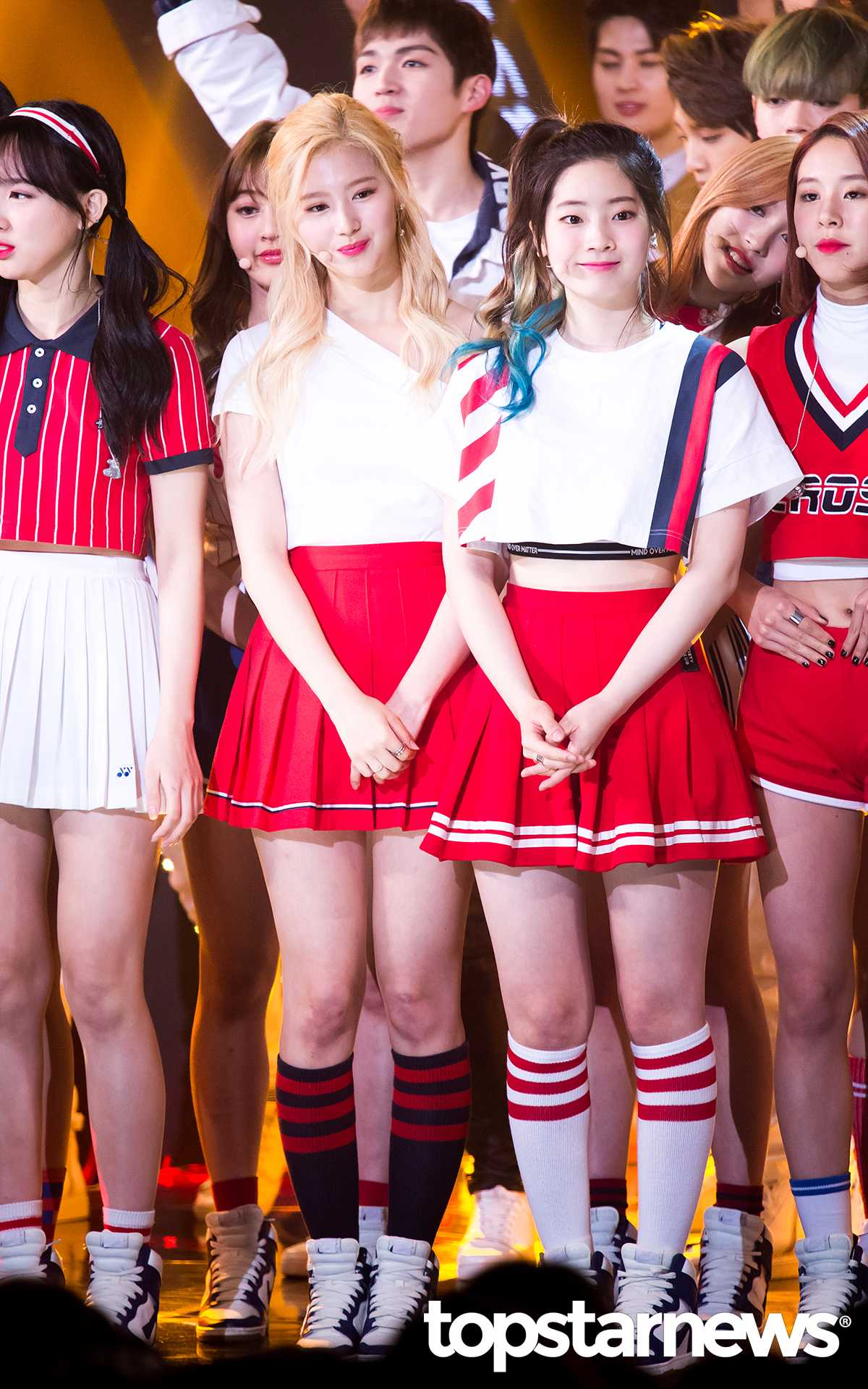 不只先前TWICE曾被韓國網友票選為「全隊都漂亮」的組合,如果你曾看過他們家人的照片,絕對會發現成員們的美絕對是來自己「神基因」的力量啊!