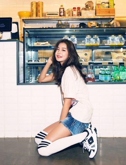 ♥鄭幼珍 鄭幼珍在劇中飾演男主角姜哲的秘書兼好友-尹素熙,外貌看起來高傲又性感的她,從高中時期開始,眼裡就只有姜哲♡