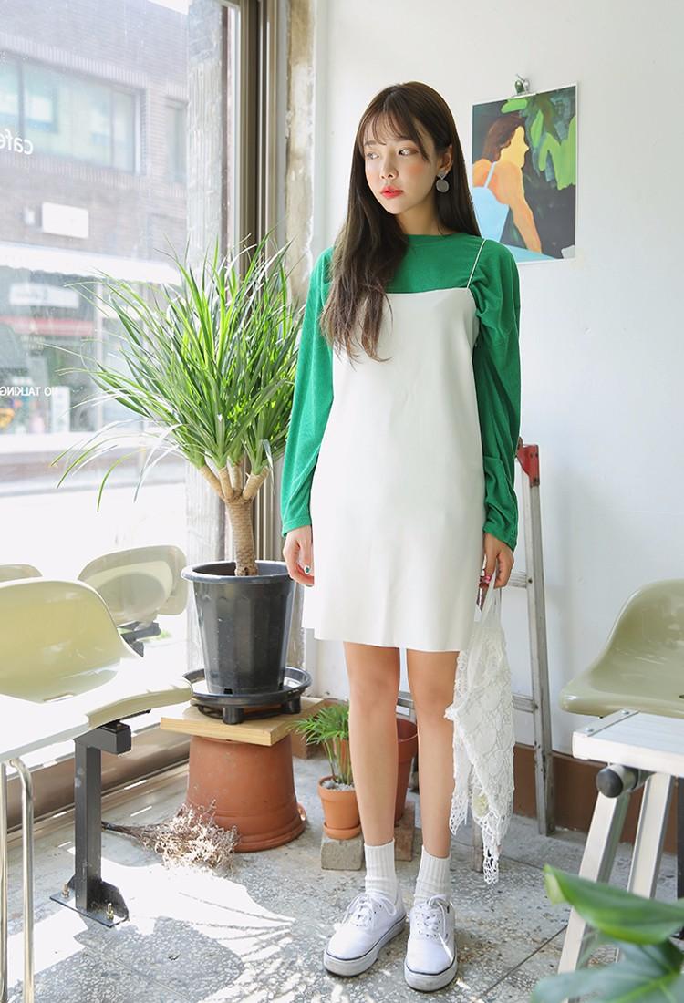 韓妞真的很會搭造型和妝容啊!大面積的橘色腮紅,真的很搭這個翠綠色。