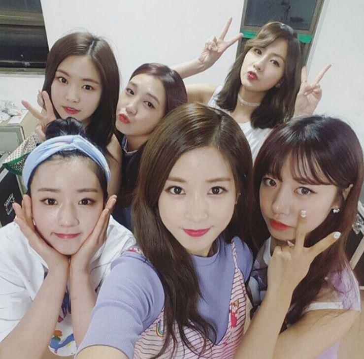 最近一直在日本忙演唱會的Apink據說今年內也有回歸計畫,等忙完日本的活動之後就可以在韓國看到她們啦~大家就再等一等吧!