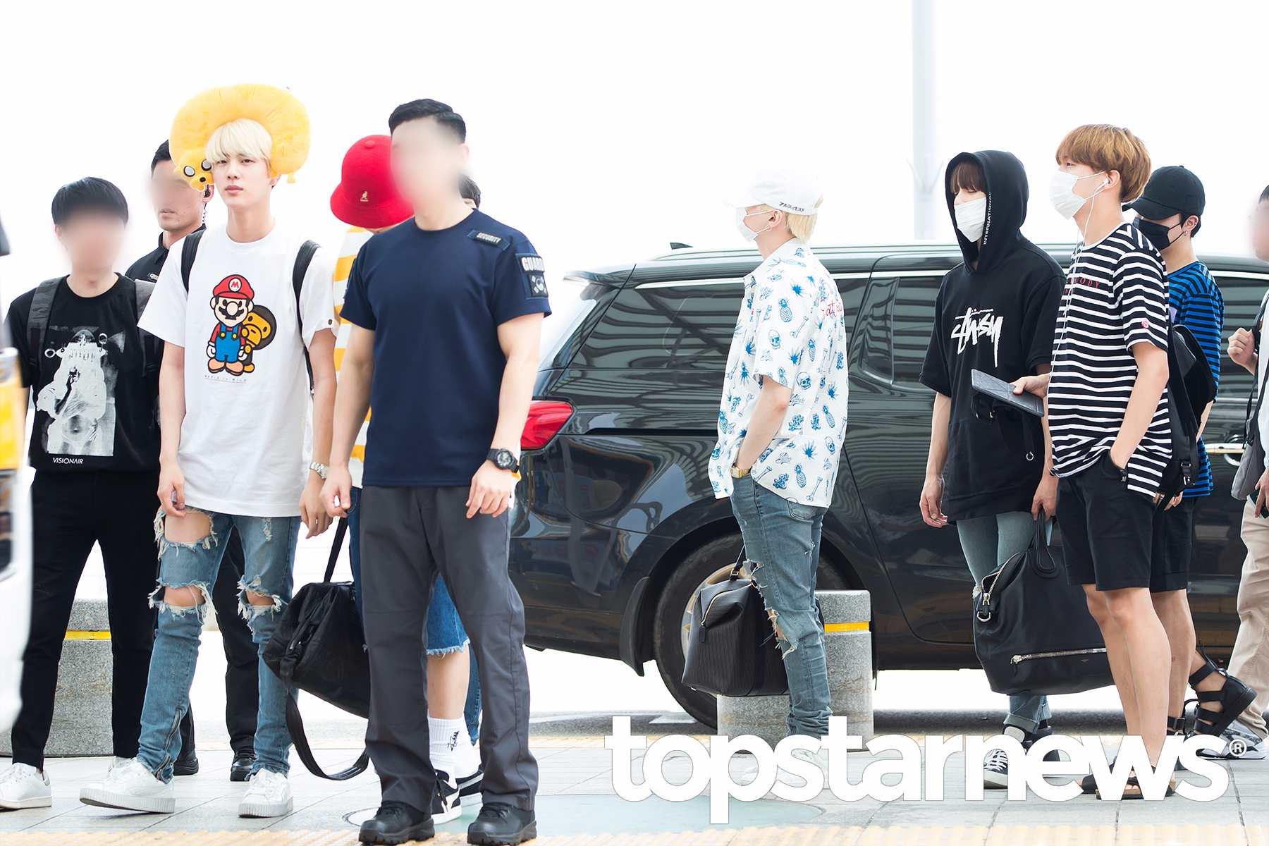 其他成員好像也都一直盯著Jin看,是不是覺得我們的大哥今天到底怎麼了XD