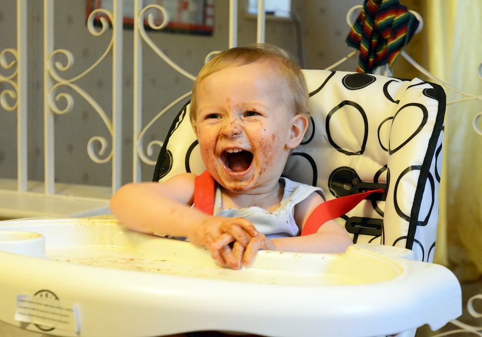 # 3 嬰兒食品減肥法 嬰兒食品也可以減肥哦~ 但是嬰兒食品,無鹽、無甜分,所在吃起來你懂的XD..很難受。在你想吃東西的時候,拿罐嬰兒食品保證你食慾全沒..哈哈(這個不能算吃XD)