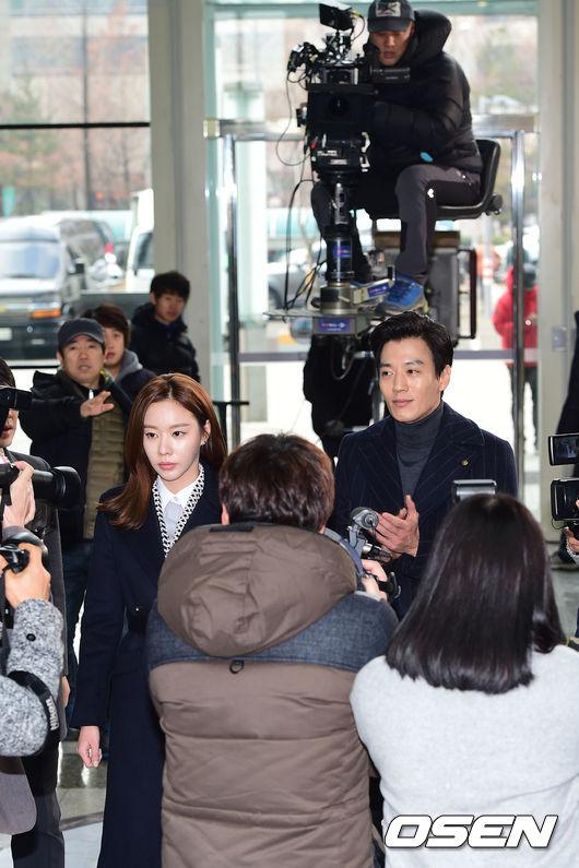 """全是因為韓國特有""""非事前製作""""的拍攝方式,讓《W》男主角姜哲也大喊吃不消~~"""