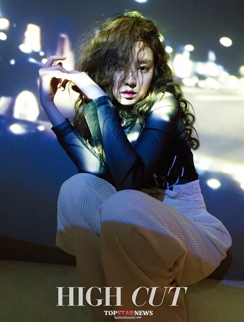 雖然頭髮亂亂der又遮住一邊臉~但是娜恩的表情和燈光打的很棒,這張超級有氣氛!!!