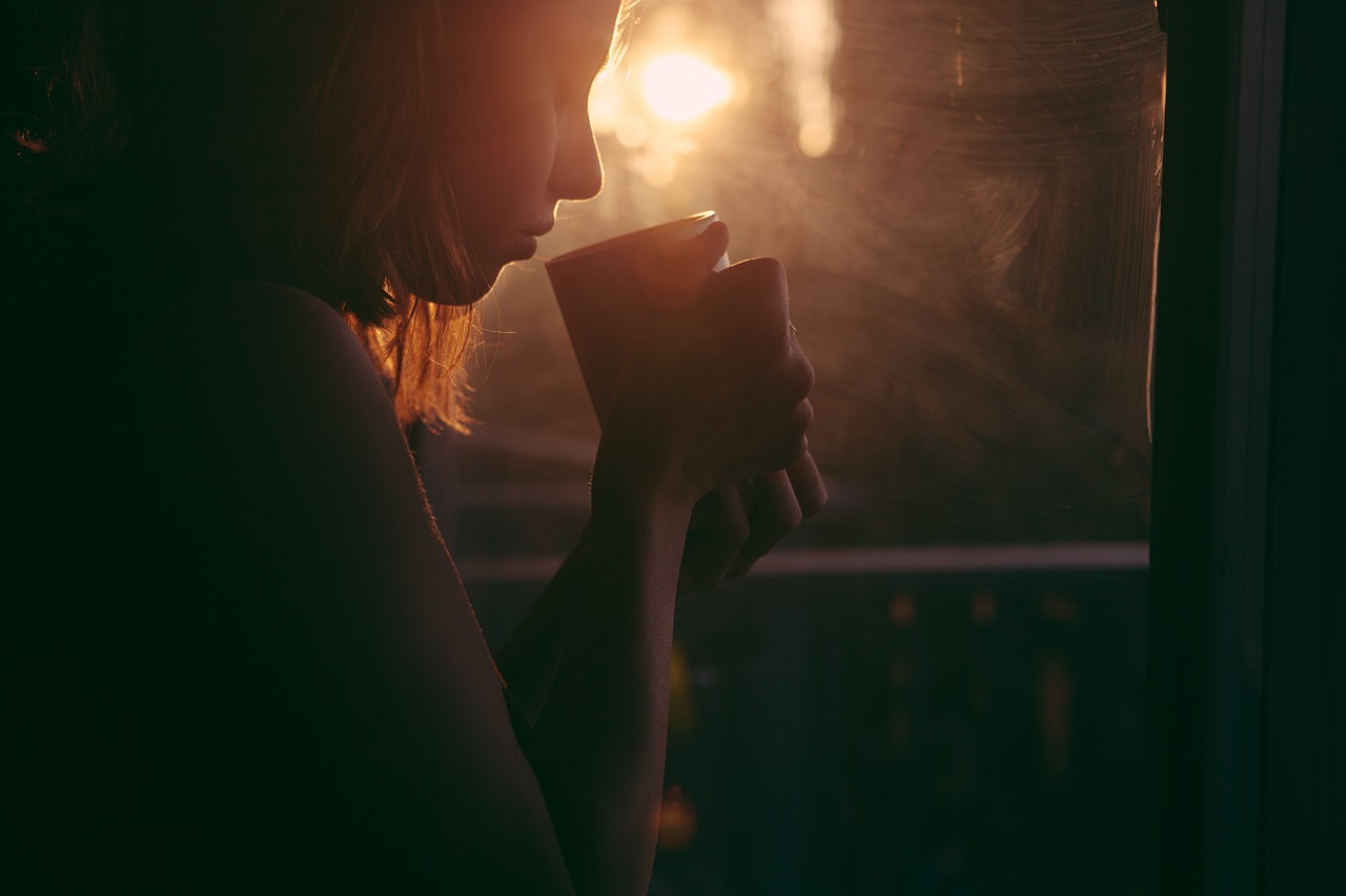 研究顯示,14名參與者喝了甘菊茶後提供尿液樣本,所含的「天然消炎成分」馬尿酸鹽大幅增加。消炎成分有助降低前列腺素,進而緩解經痛。