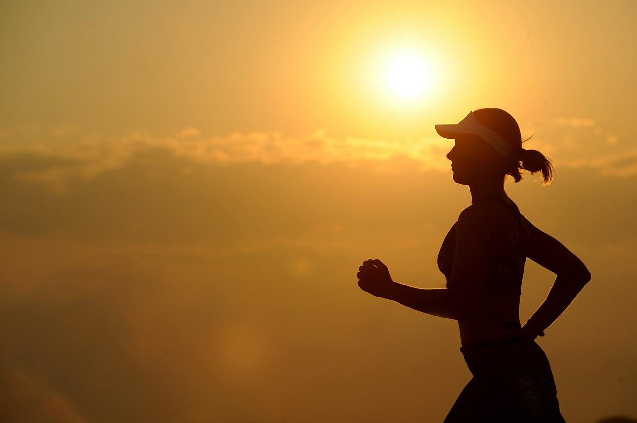 4.運動 當你從事心肺運動時,身體抽送更多血液,有助釋出腦內啡來反制前列腺素,減少經痛。
