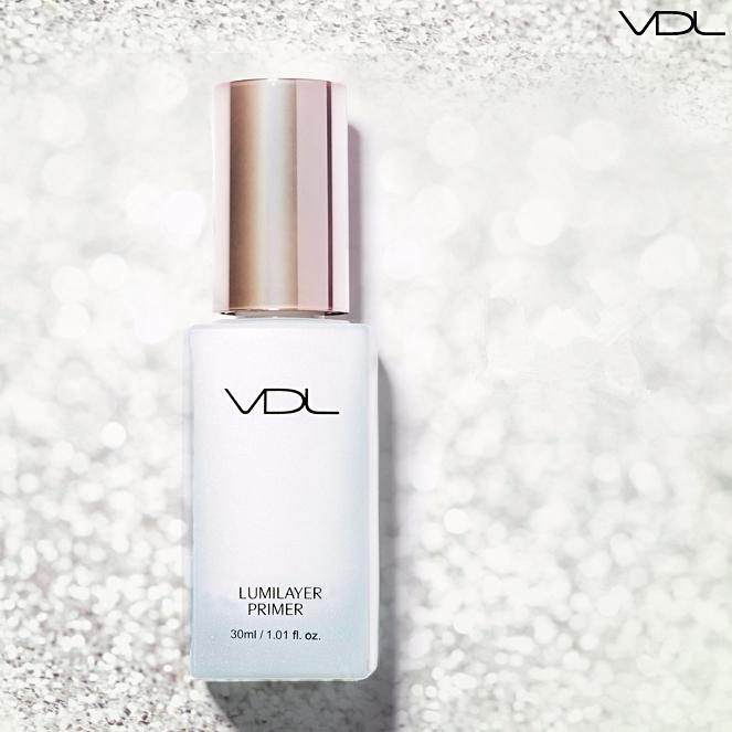 ▶VDL 貝殼妝前乳 大概紅了一年的妝前乳,主要功能為提亮 貝殼般的細致光感,能夠打造通透的肌膚質感,是韓國女生製造亮澤肌膚的幕後推手 偽少女建議可以混合粉底液或BB霜使用,擦上後肌膚馬上出現十分囂張的光澤,有「用過就不會變心」的評語