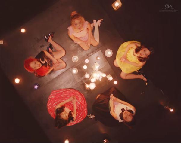 沒錯!因為你在Red Velvet的《7月7日》裡就已經過看類似的構圖了
