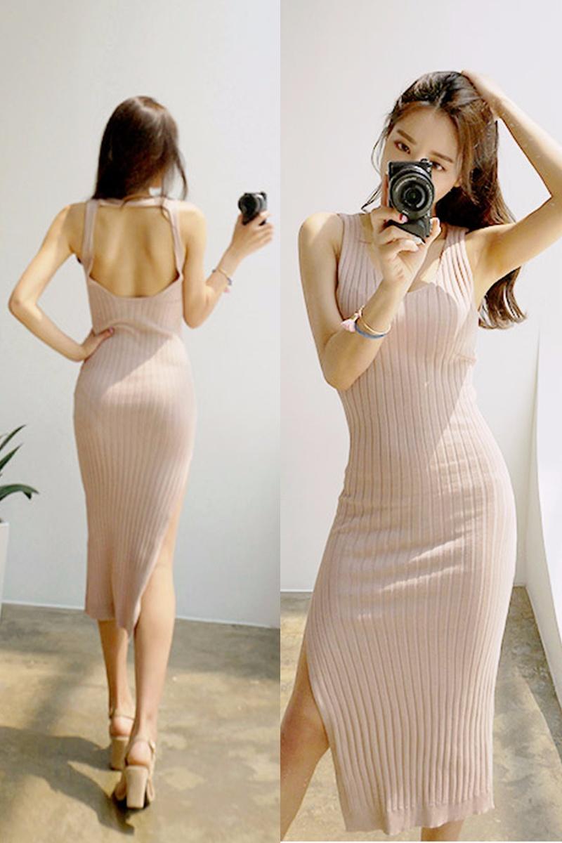 緊身露背包裙完全就是性感女神的標配嘛, 婀娜的曲線展現無遺,美背讓你心動不止(撲通撲通)