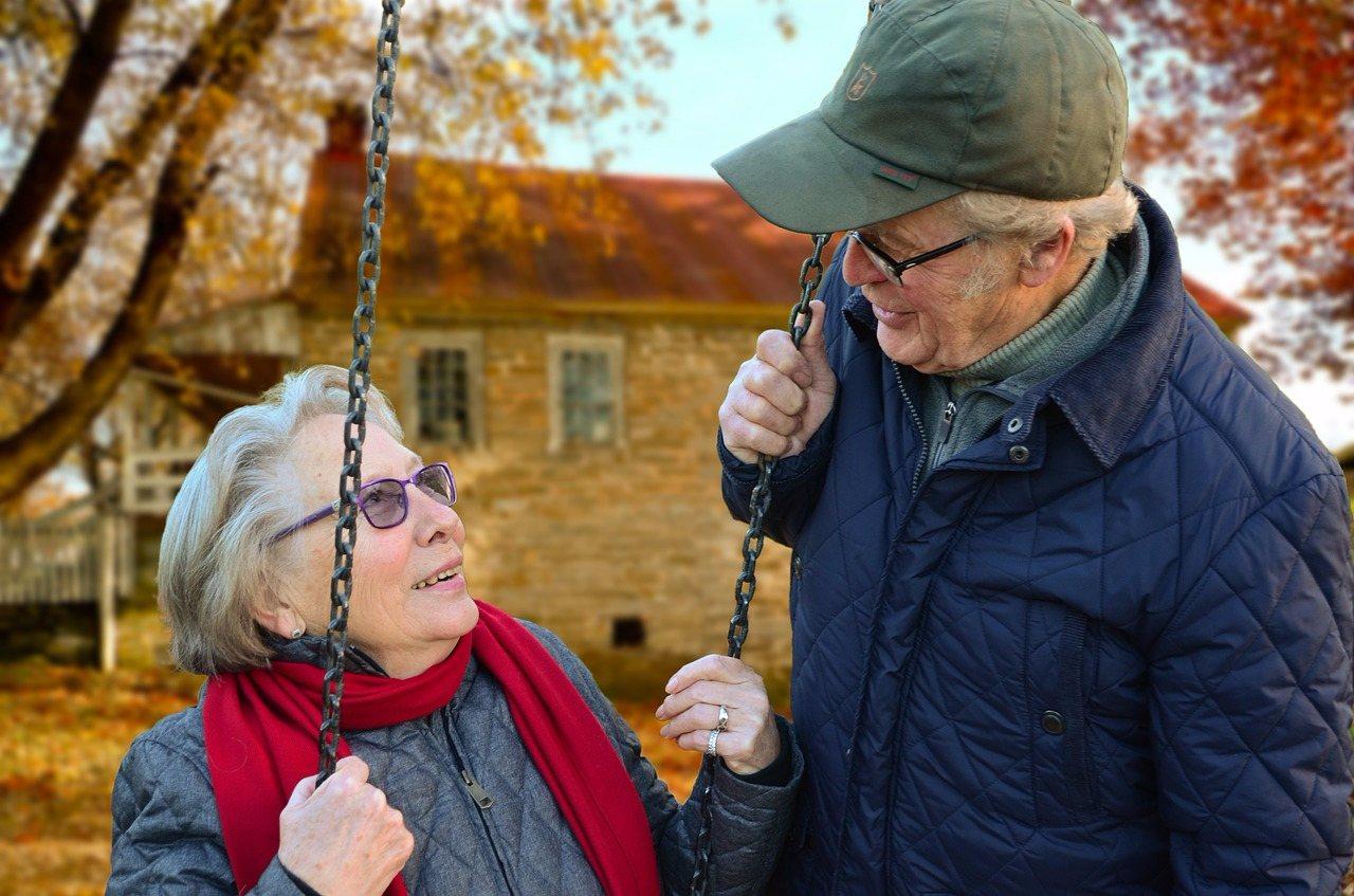 男性死亡年齡中位數是74歲,女性則為79歲 也就是男性平均比女性少活「5歲」。