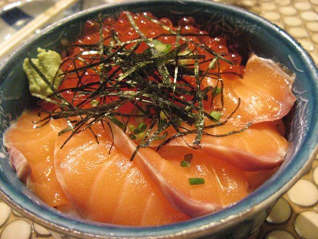 # 鮭魚 直接當吃生魚片也好吃,烤來吃也好吃的鮭魚,也是對消除橘皮很有幫助的食物唷!(耶~小編最愛鮭魚了~以後天天吃XD!