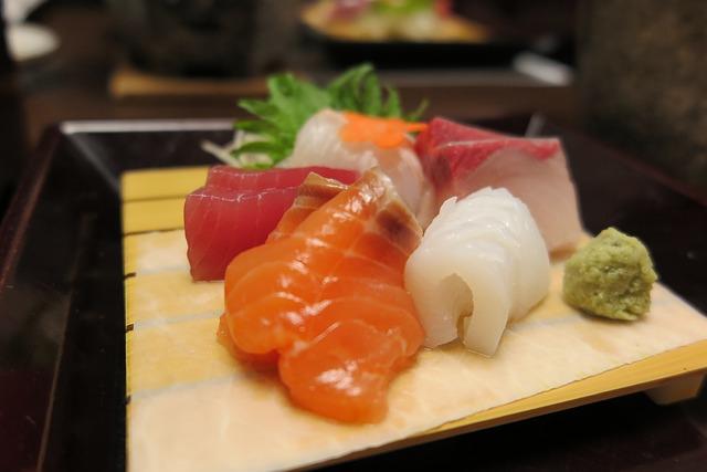 鮭魚含有豐富的天然抗氧化劑,能抑制橘皮的生成!減肥的時候鮭魚也會是妳的絕佳夥伴唷~既能減輕體重,又能減少橘皮,等下馬上去超市囤貨一發啦XDD