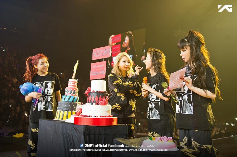 雖然不知道到什麼時候才會解除2NE1的冷凍封印,但看到她們之間還是有互動就是最大的安慰了啊…不管多久,相信2NE1的粉絲都會等著她們回來的!