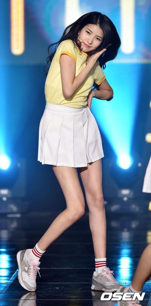 ◇Sowon 身為大勢女團GFRIEND隊長的Sowon,有著一雙大長腿是眾人都知道的事情,雖然在螢幕前欣賞這雙腿很過癮,但是媒體捕捉到真人的Sowon就可以知道,Sowon真的太瘦了啦!
