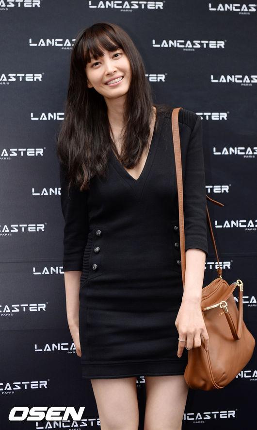 女演員李奈映/李娜英也曾經說過自己的理想型是值得信任和直率的男人,以及「很平凡」的人(笑)結果老公一點都不平凡…