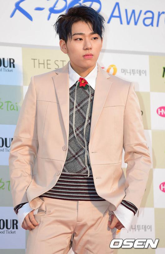 韓國網友認為,雪炫因為是有名的女偶像所以Zico為了保護她這樣。