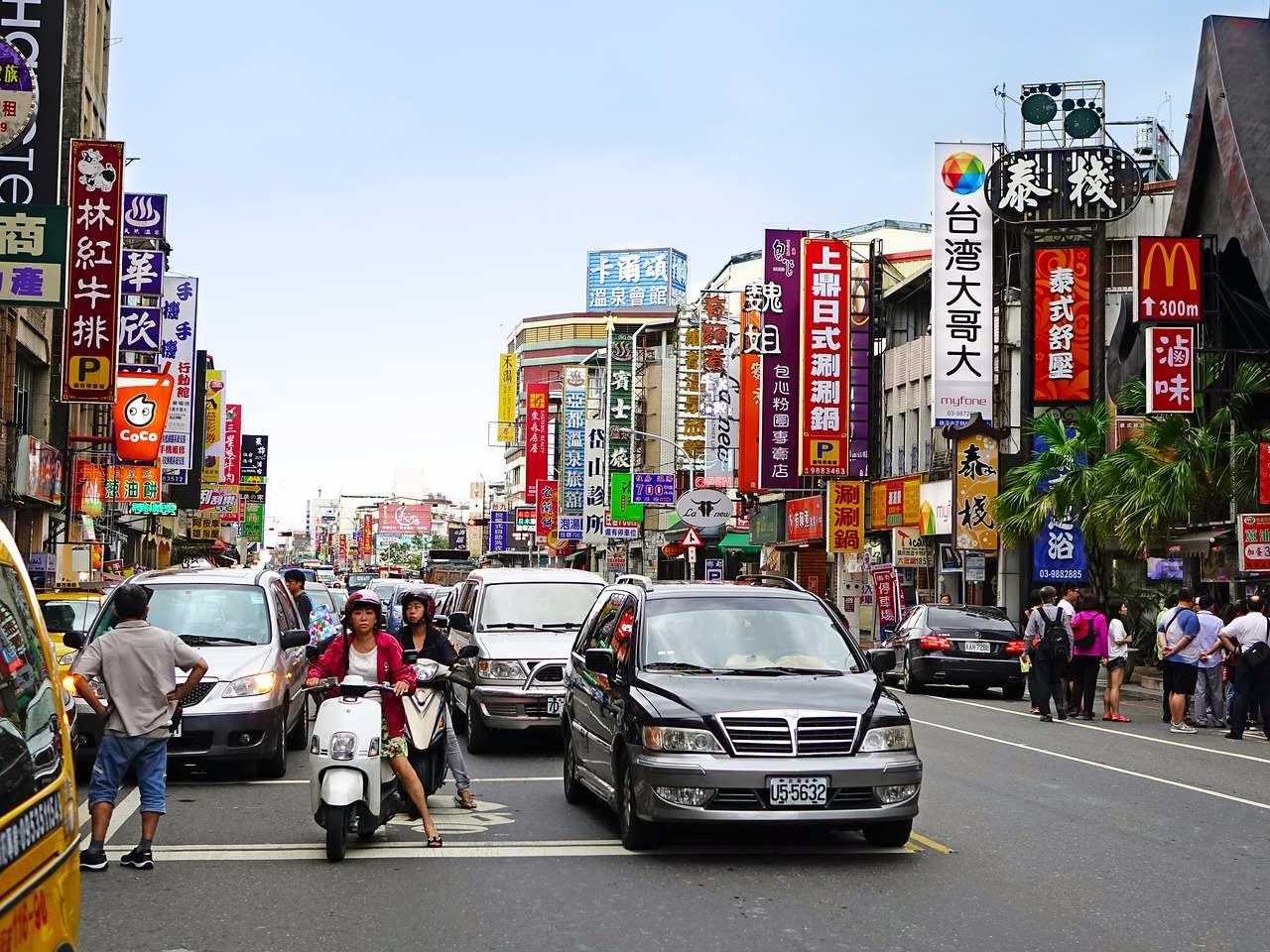 臺灣人似乎比較偏好「自然」,社會壓力真的不大,就像日韓女生出門幾乎都要化全妝,但臺灣女生不用