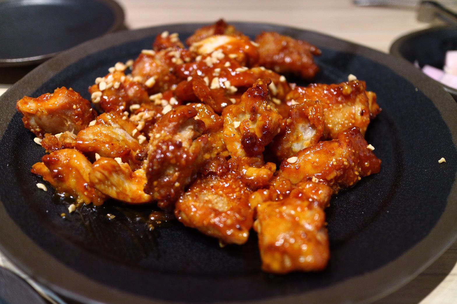 和Chimac175不同的是,它是用「烤的」,飽兒覺得雖然口感較不一樣,但是吃起來雞肉的鮮嫩度真的非常棒!