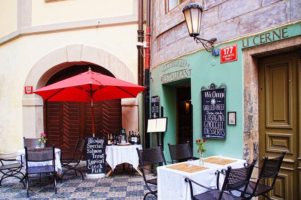 ♎ 天秤座 (9.23~10.22)☞ 優雅的場所 天生優雅的天秤適合約在安靜又有格調的地方,什麼咖啡廳啦、主題音樂餐廳啦,坐下來安安靜靜吃點東西,愉快聊聊天,輕鬆而浪漫。