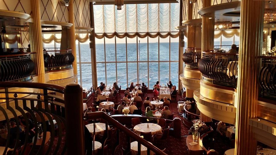 ♌ 獅子座 (7.23~8.22)☞ 高級的場所 華麗!大氣!奢華!浮誇!統統都是獅子追求的感覺,高檔的私人會所、富有情調的餐廳……都是與獅子會喜歡的地方哦~