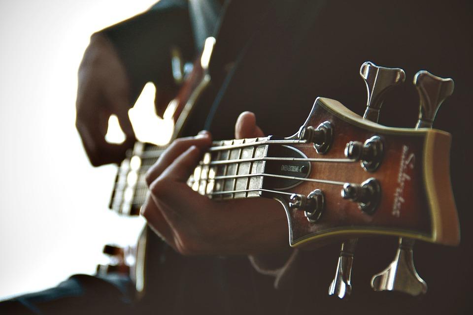 ♋ 巨蟹座 (6.22~7.22)☞ 文藝的地方 巨蟹乃文青一枚,帶點傷感滋味富有內涵和情節的音樂會使他們的想像力翻湧不停,帶他/她去音樂會現場,超有情調,氣氛十足哦~