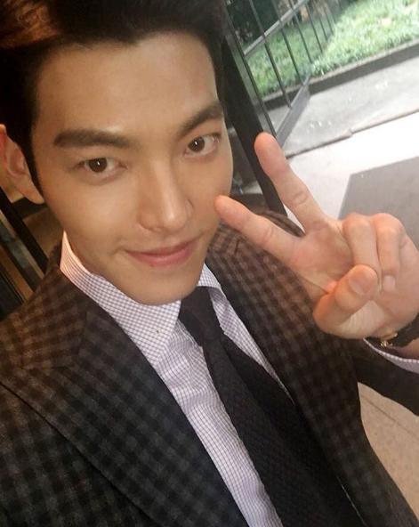 金宇彬則飾演一位超級巨星,擁有超高顏值及充滿男性美的臉蛋!