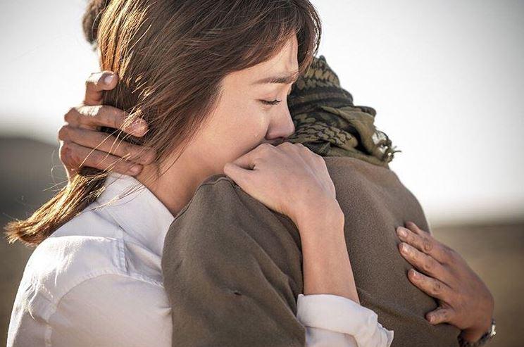 在2016年年初,討論度可說是最高的韓劇《太陽的後裔》,有別於以往的電視劇,男女主角的神進展和宋仲基的撩妹招式,深深抓住了觀眾們的心,並得到了「國民電視劇」的稱呼,也是自2011年以來,韓國電視劇收視率的第二名。