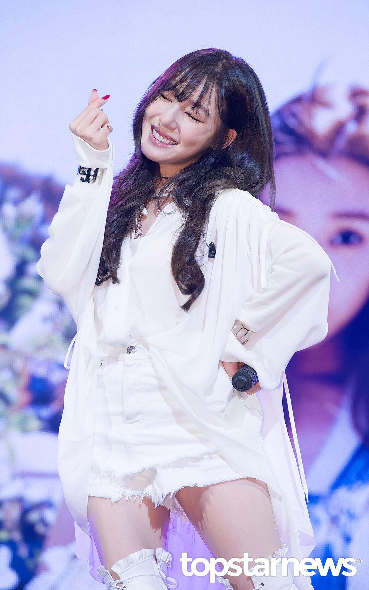 不僅不少網友要求Tiffany出面說明,Tiffany目前更是韓國最大入口網站的熱門關鍵字第一,因為「旭日旗」在韓國的敏感定位,讓原本的誤Po國旗事件演變成為社會事件。