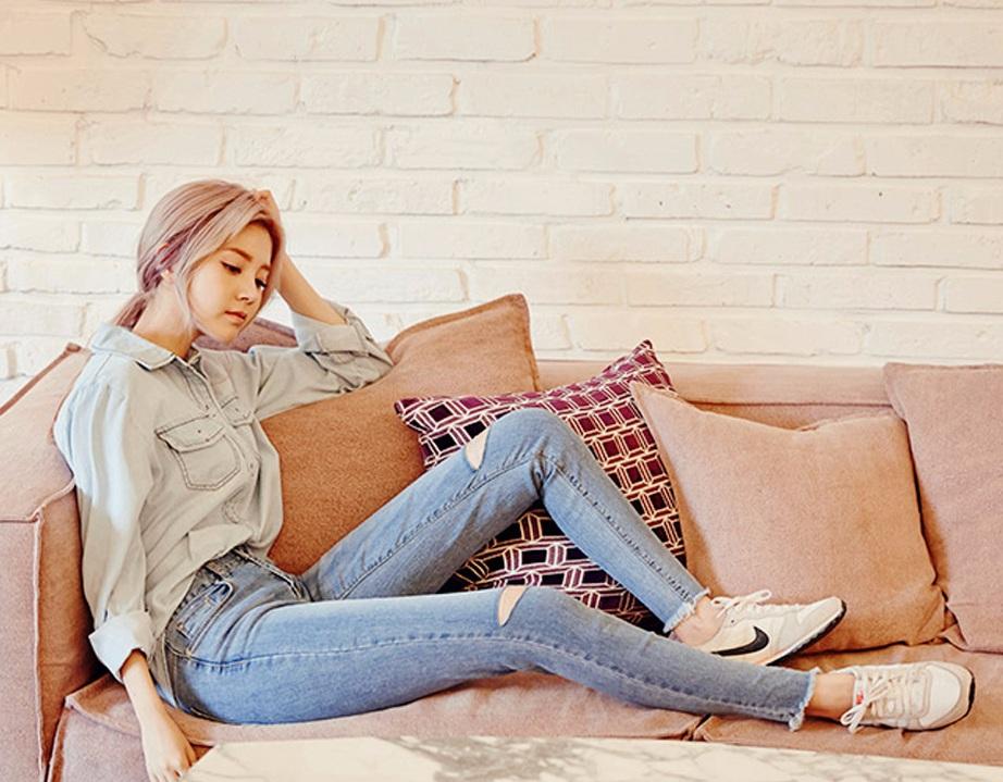 ② 緩解腿部疲勞 僅僅是把雙腿靠在牆上,就能讓你的雙腿和雙腳的緊張感頓時消失不見,甚至雙臀也可以得到一定的放鬆。