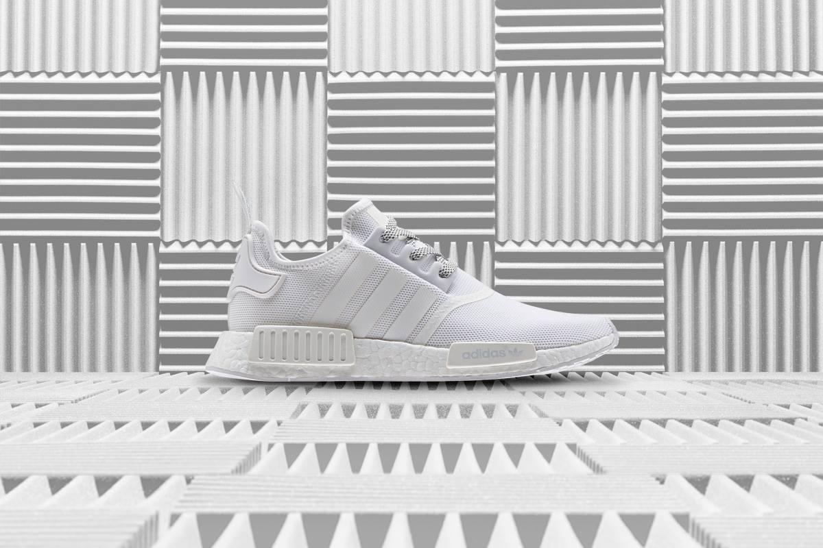♯ NMD R1 REFLECTIVE PACK反光系列 全白鞋款絕對是經典中的經典,極簡感的設計與超貼腳舒適度是鞋迷們必定要入手的一雙呀!