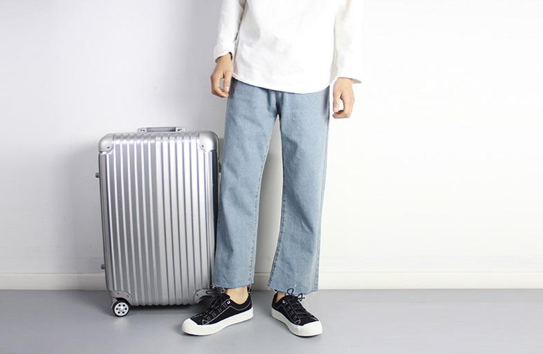 #寬褲 女生近幾年非常喜歡穿的寬褲,不知道為什麼套在男生身上好像有點詭異?雖然摩登少女覺得其實滿時尚的,但是有些女孩子不太喜歡這種太潮流的男友啊~