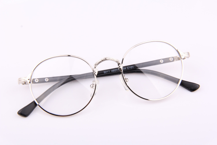 #圓形眼鏡 「看起來很會巫術」 這是偽少女的回答...似乎是被哈利波特影響了XDD 但是摩登少女覺得圓形眼鏡很流行啊~但還是要看怎麼搭比較重要啦!