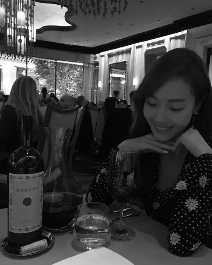 其實翻開Jessica最近的IG照片,你會發現,在少時時的那個「冰山公主 」早就融化了,臉上反而多了微笑。更被韓國網友喊話「微笑公主 」❤