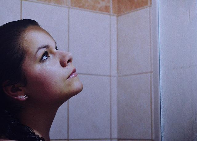 耶魯大學的研究發現,花很多時間在洗/泡澡的人,可能是下意識在抵擋寂寞