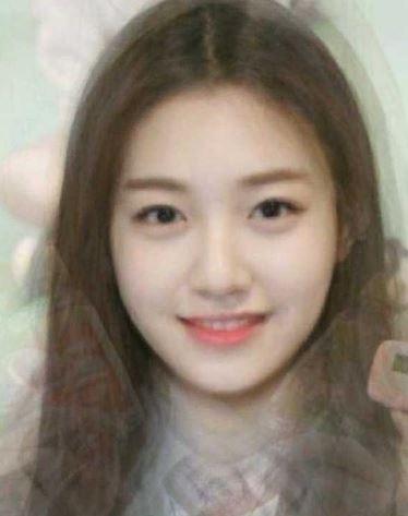 首先是還沒加入Somi時的平均顏值,看起來就是個很漂亮又清純的韓妞,真的很美吧~~~