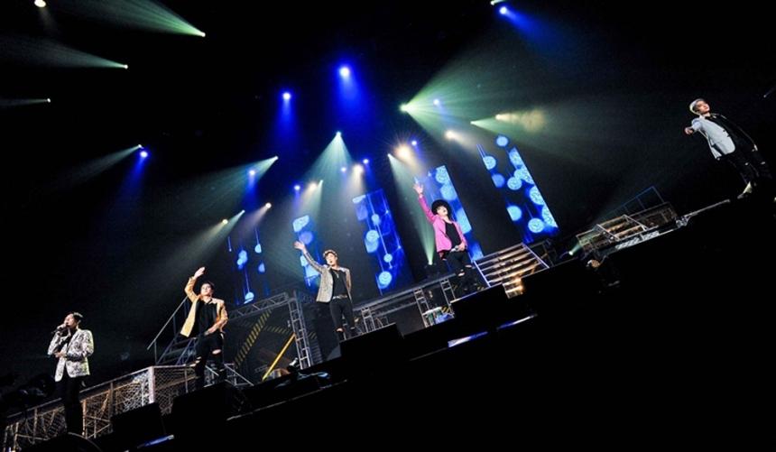 其實WINNER的《X.I.T》雖然讓大家久等,但其實他們在中間也是活動不少的,像是在7月時曾在日本舉辦過演唱會,不過當然沒有像SM家這麼好…演唱會前就會發新歌就是了ㅠㅠ