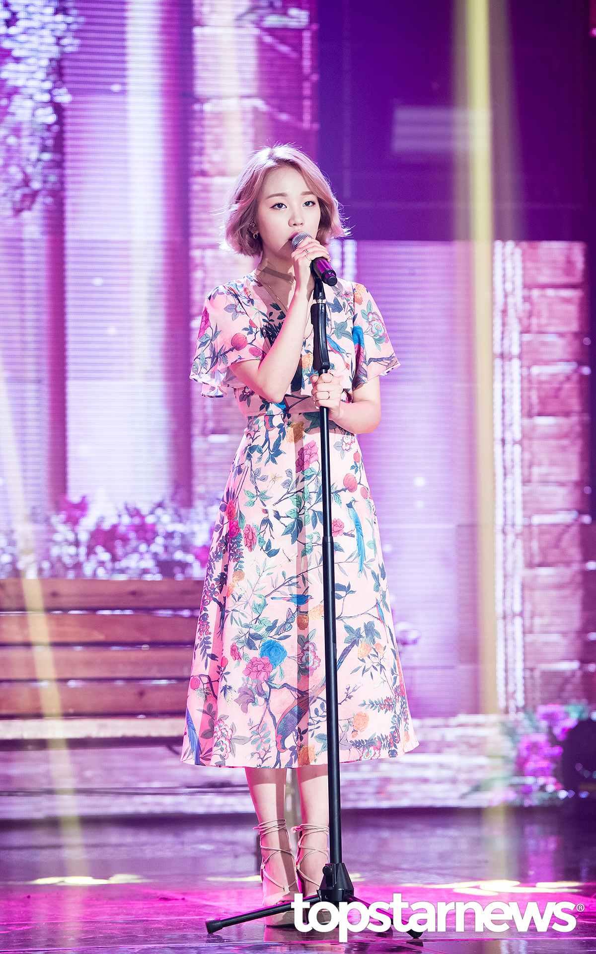 而且最猛的是接連發片的白雅言的《So So》成績可不soso,讓melon前10強的榜單上JYP佔據三席,就是靠白雅言的 《So So》締造的佳績啊!